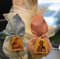 Pouch with a wooden hanging icon